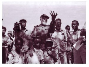 SWAPO Secretary General Andimba Toivo ya Toivo speaking to detainees, 25 May, 1989. Photo by John Liebenberg